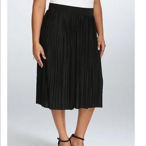 Torrid Pleated A Line Midi Skirt Black Size 0